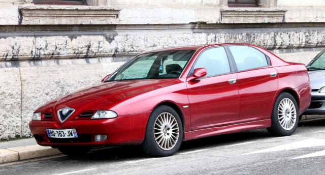 L'Alfa Romeo 166 è una bella macchina sotto molti punti di vista.