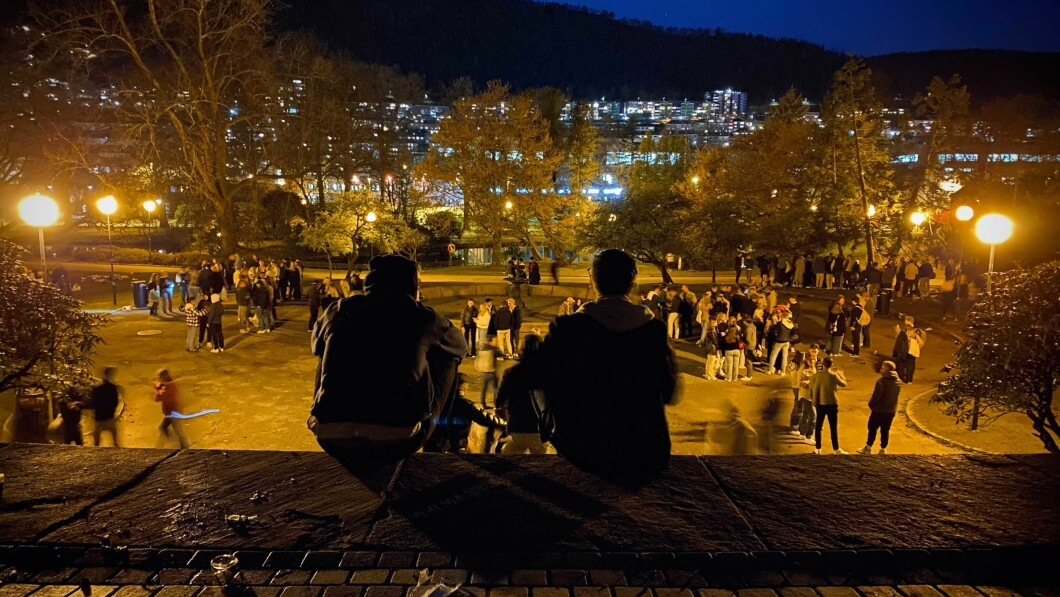 TV2s fotograf kunne ikke telle alle festdeltakerne på Nicarads Park lørdag kveld.