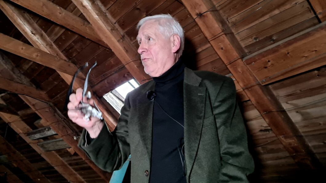 Meraviglie: lo storico Sven Erik nell'attico di Bergen.