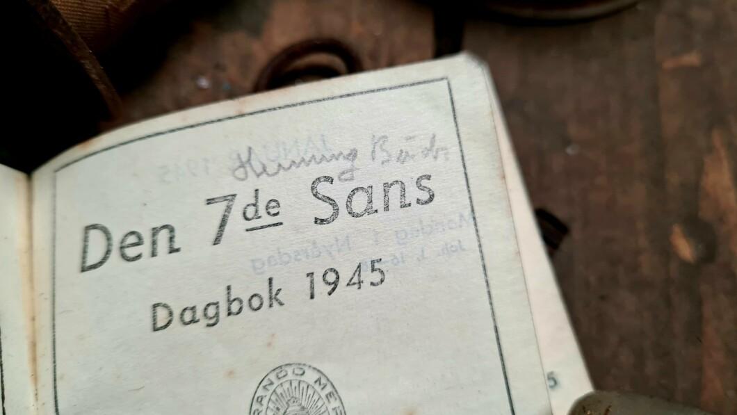 Il diario: Henning Buck era il proprietario del calendario in soffitta.  Il soprannome corretto è Pak.  Il figlio Peter Michael Buck conferma che è la grafia del padre.