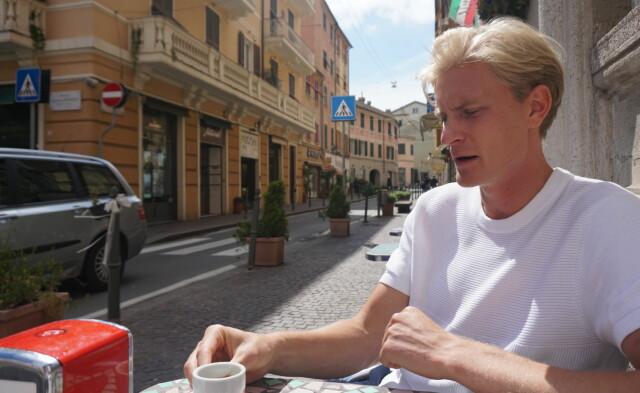 Grandi miglioramenti: Morton Thorsby ha una popolazione di 700.000 abitanti nella città portuale di Genova.  .