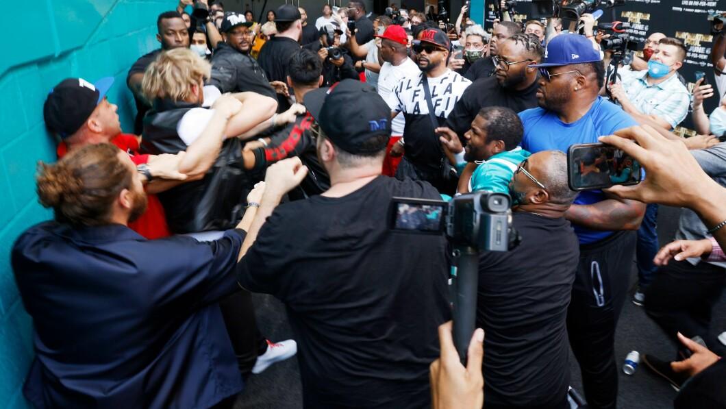 È stato, per usare un eufemismo, quando i fratelli Paul hanno rubato i cappelli di Mayweather prima di una conferenza stampa.