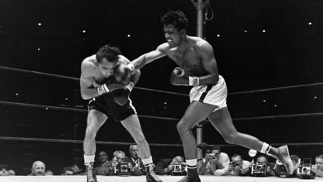 L'esperto di boxe Silver crede che Sugar Ray Robinson (a destra) si stia trasformando nella sua tomba durante la resa dei conti di stasera.