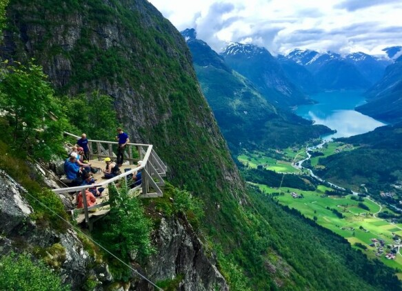 SUMMER: Viewpoint on the climbing path Via Ferrata Loen with a view of Lodalen and Lovatnet in Stryn.  Photo: Frode Sunde / TV 2