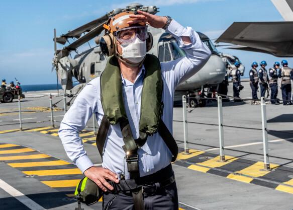 FORBEREDELSER: Natos generalsekretær Jens Stoltenberg besøkte hangarskipet HMS Queen Elizabeth utenfor kysten av Portugal, som endel av forberedelsene til toppmøtet.