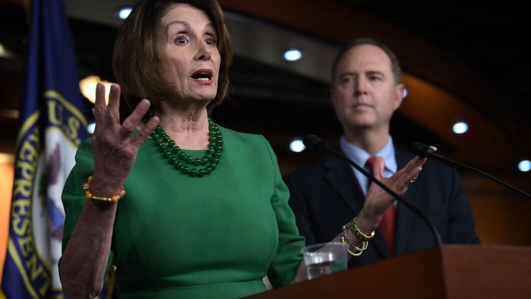 Nancy Pelosi reageert heftig op de manier waarop het ministerie van Justitie onder meer Adam Schiff behandelt.