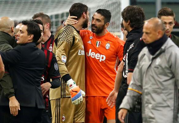 Un esempio: A.C.  Gianluigi Donarumma (a sinistra) per il Milan e Gianluigi Buffon (a destra) per la Juventus dopo la partita tra le due squadre nel 2016.