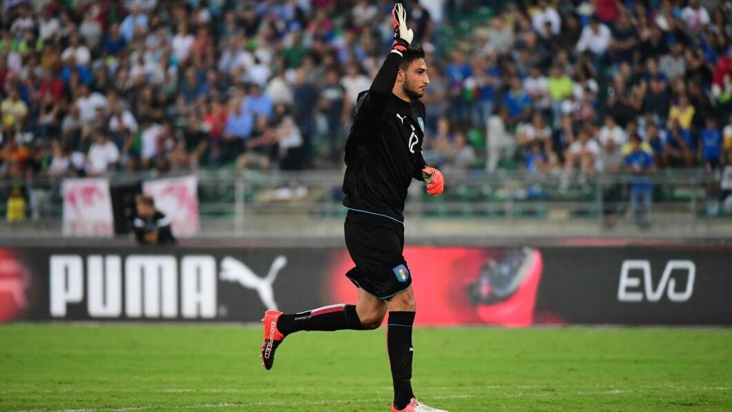 Introduzione: Gianluigi Donarumma ha esordito con la nazionale italiana nel 2016 contro la Francia all'età di 17 anni.
