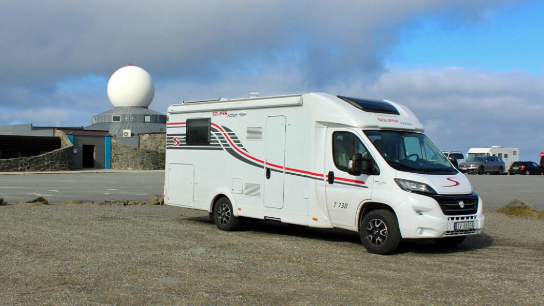Non puoi andare più a nord in Norvegia.  Qui, l'auto è stata fotografata a Capo Nord l'anno scorso.  Foto: privato.