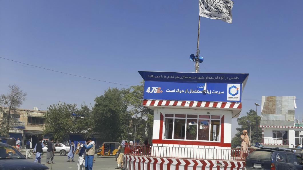 Anche nel capoluogo di provincia, Kondiz, una bandiera bianca segnala l'ingresso dei talebani.