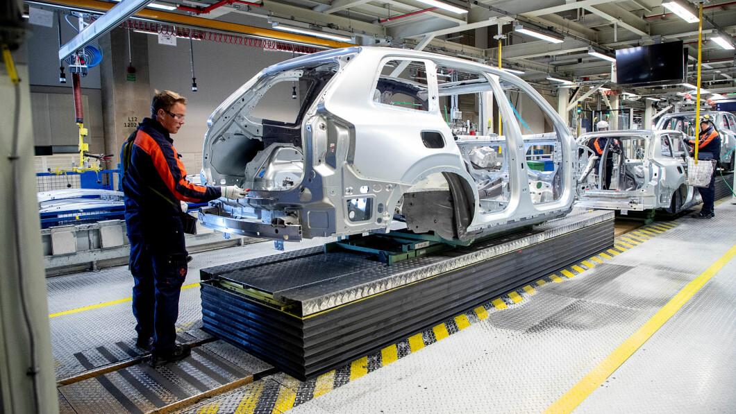 Lo stabilimento Volvo di Torslanda, fuori Göteborg, è tra quelli costretti a interrompere la produzione quest'anno a causa della mancanza di pezzi di ricambio.