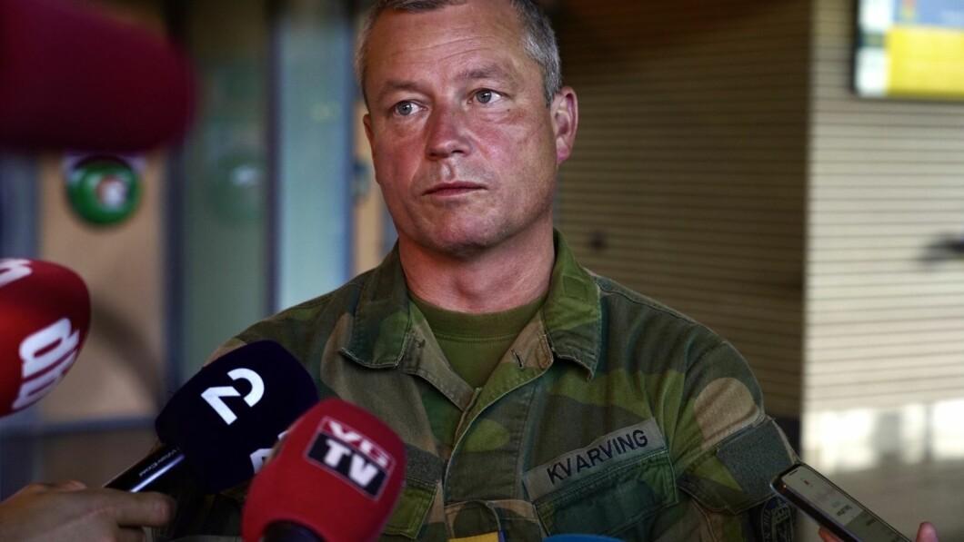 Directeur communicatie: brigadegeneraal Eastin Kfarving.