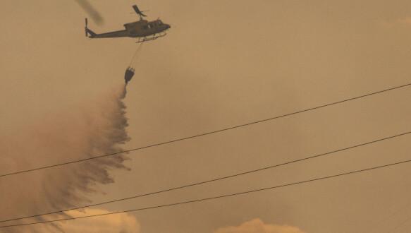 Een helikopter nam vorige week deel aan brandbestrijdingswerkzaamheden in Estepona, provincie Malaga.