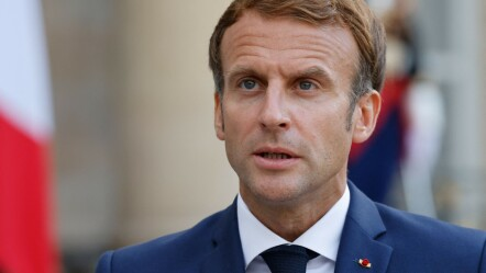 L'accordo è una sconfitta economica e diplomatica per Emmanuel Macron, a sette mesi dalle elezioni.