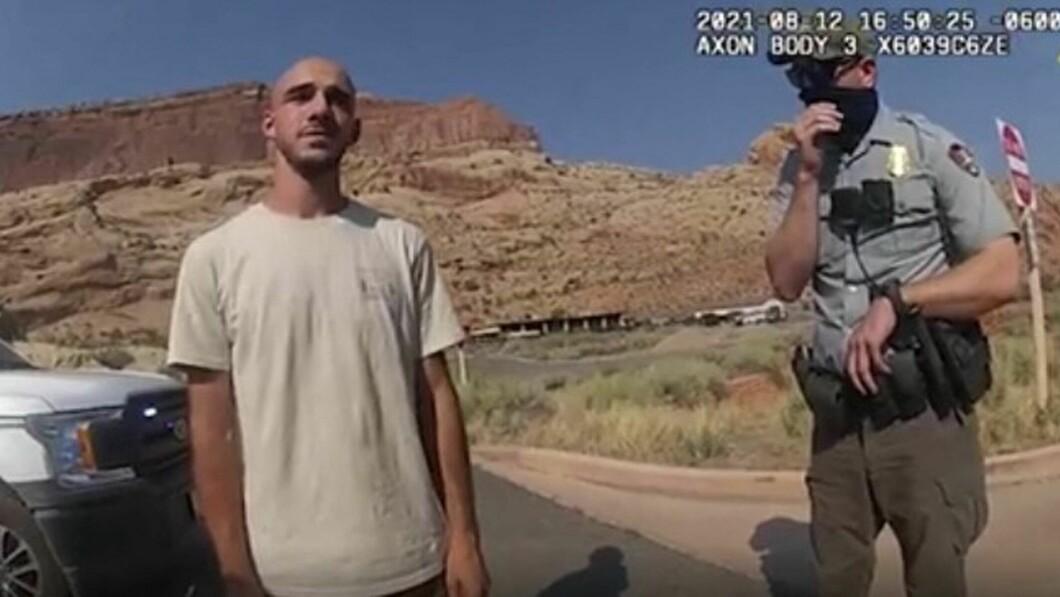Hier is Brian Laundry die uitleg geeft aan de politie.  Nu weigert hij iets over de zaak te zeggen.