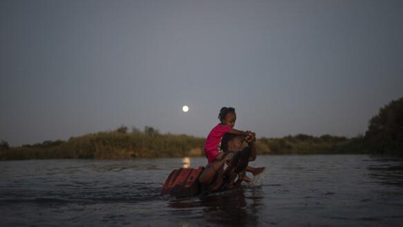Di nuovo dall'altra parte del fiume: gli immigrati haitiani stanno tornando in Messico, per evitare di essere rimandati a casa durante il massiccio processo di espulsione verso le autorità statunitensi.