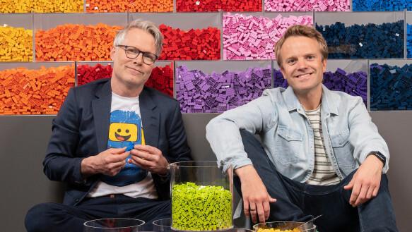 IMPRESSED: Both chip master and LEGO designer Erik Legernes and host Erik Solbakken are very impressive over Norway's LEGO builders,