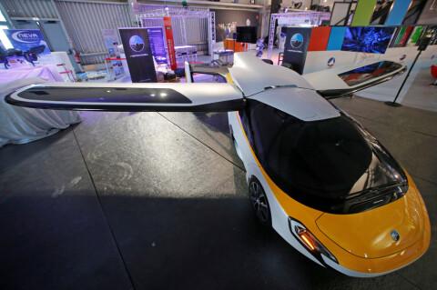 Viste fram flyvende bil i Paris