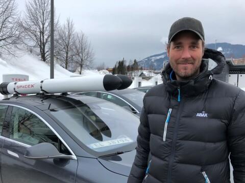 Eirik (33) kjører rundt med «Tesla-raketter» på taket