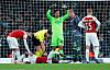 Arsenal-profil båret av banen med stygg skade - lagkameratene rystet