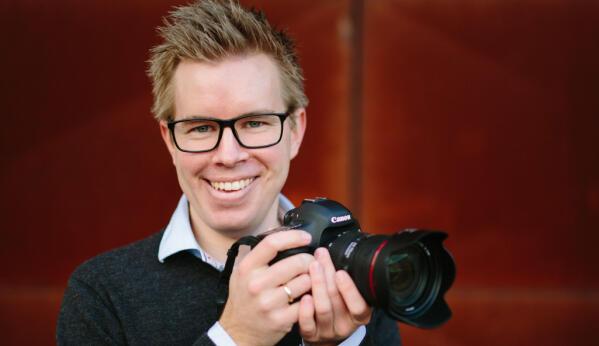 0ce976a7 Fotograf Jan Ivar Vik bruker mye tid på å holde orden i bildene sine. Foto