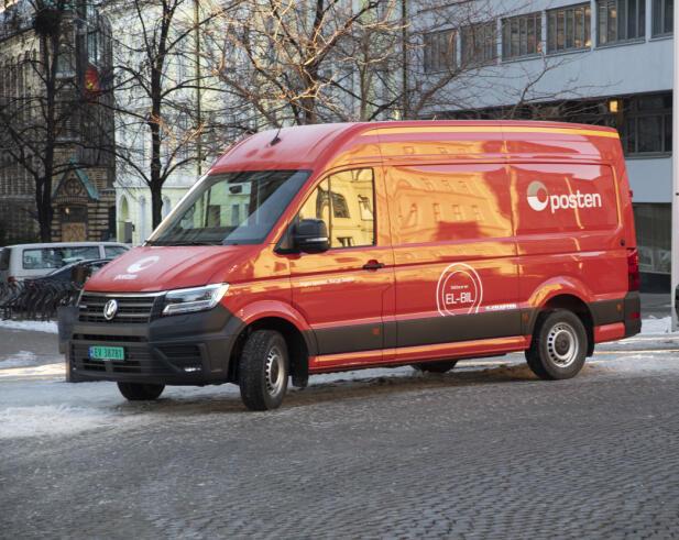 E-Crafter er en stor varebil som går kun på strøm. Foto: Posten.