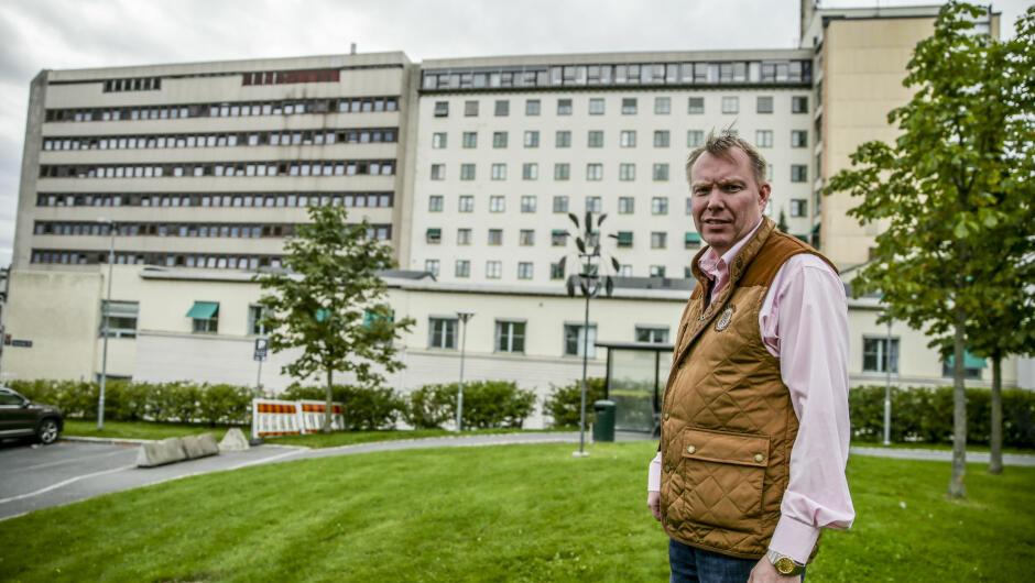 ÅRETS KREFTLEGE: Tidligere i år ble Andreas Stensvold kåret til årets kreftlege. Nå åpner han opp om problemene kreftlegene landet rundt oftere enn før står overfor.