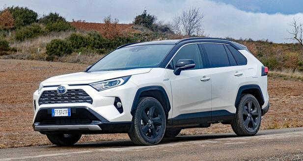 Hybrid-SUVen Toyota RAV4 kommer nå i ny utgave. Den kommer mange nordmenn til å kjøpe i år.