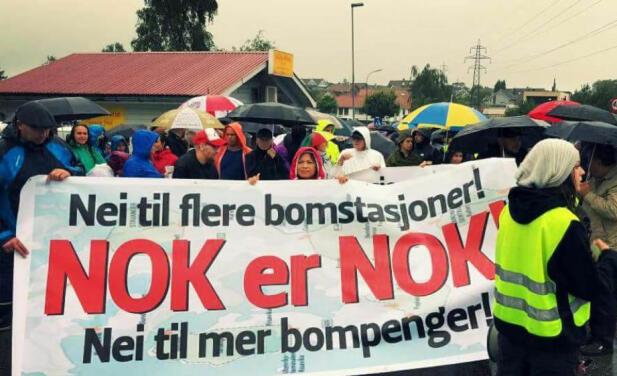 Flere steder i Norge har det i det siste vært aksjoner mot utbyggingen av stadig flere bomstasjoner.