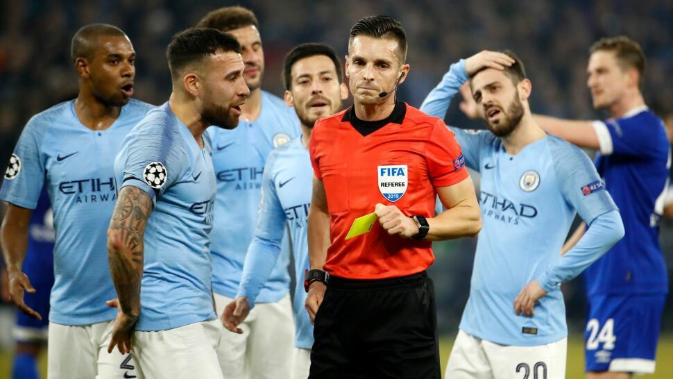 e0a15b03 Manchester City snudde kampen tross VAR-kontrovers og rødt kort