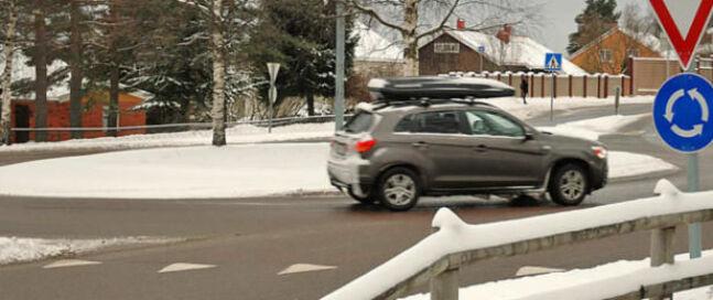 Rundkjøringene kan være skumle på vinterstid. Her skjer det også mange ulykker, gjengangeren er at man holder for høy fart inn mot rundkjøringen og ikke rekker å bremse ned.