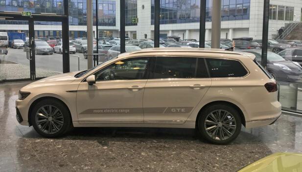 Her er nye Passat GTE på kjapt Norges-besøk. Det er ventet at denne utgaven vil stå for minst 70 prosent av Passat-salget her hjemme.
