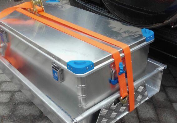 Dette var den tidligste løsningen, med boksen plassert i Heck-Pack og forsvarlig sikret. Foto: Halvor Sannes