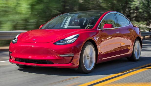 Tesla Model 3 er Norges suverent mest solgte bil så langt i år. Elbilsalget i Norge har aldri vært høyere.