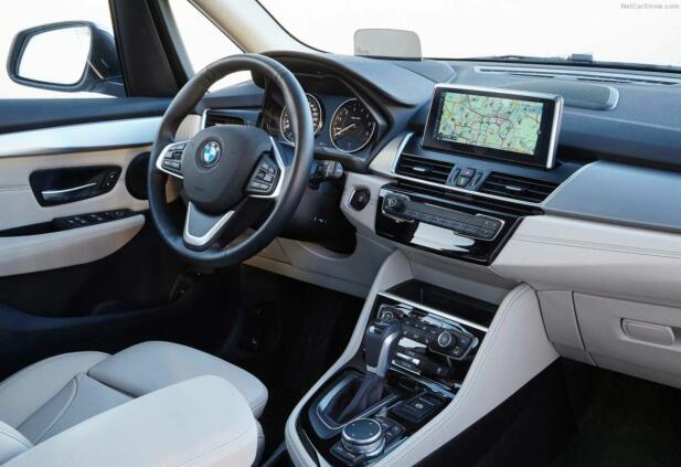 Slik ser det ut inne i 2-serien fra BMW.