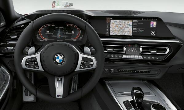 BMW er gode på interiør. Men hva tenkte de på da de laget de nye digitale instrumentene. De er vanskelig å lese – og har en rotete layout. Her gjelder det å ha head up display!