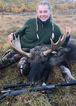 Elgjeger Emilie (16) skjøt kjempeokse på sin første elgjakt