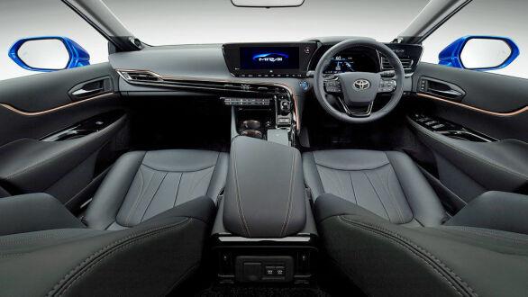 Den innvendige plassen er god og bilen tilbys denne gang som femseter.