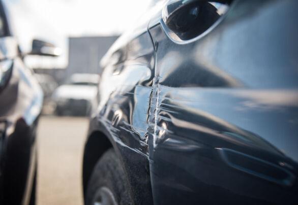 Hvordan du parkerer kan ha mye å si for om det går bra – eller om bilen blir skadet. Foto: Gjensidige.
