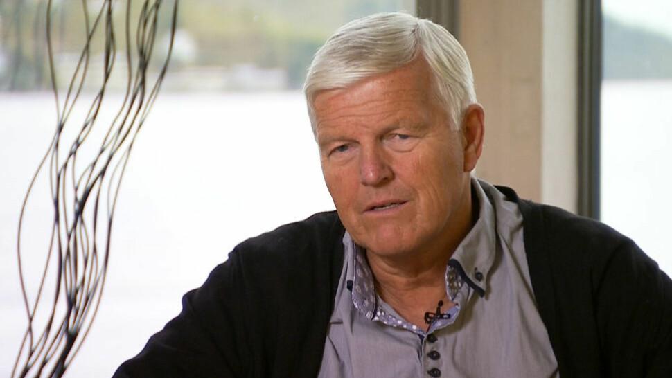 PRAT: Atle Dyregrov anbefaler foreldrene å være direkte med barna i spørsmål om selvmord. Foto: TV2