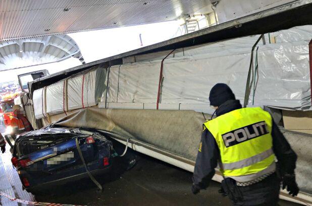 UTE AV DRIFT: Ferja Bastø 1 er tatt ut av trafikk inntil videre. Foto: Vestfold interkommunale brannvesen