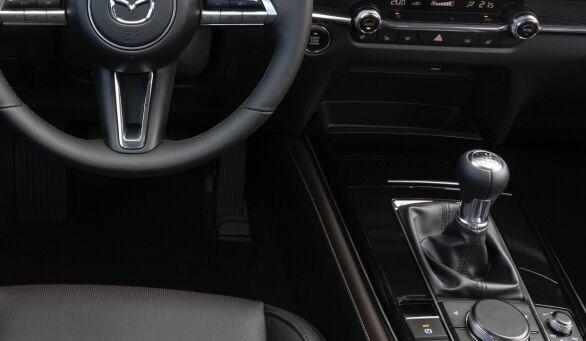 """""""Den gode gamle girspaken"""" blir et mer og mer sjeldent syn i nye biler. Men jeg traff på en for litt siden, i en Mazda CX-30. Foto: Frank Williksen"""