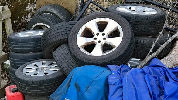 Nei, dette er ikke optimal lagring av bilens hjul.