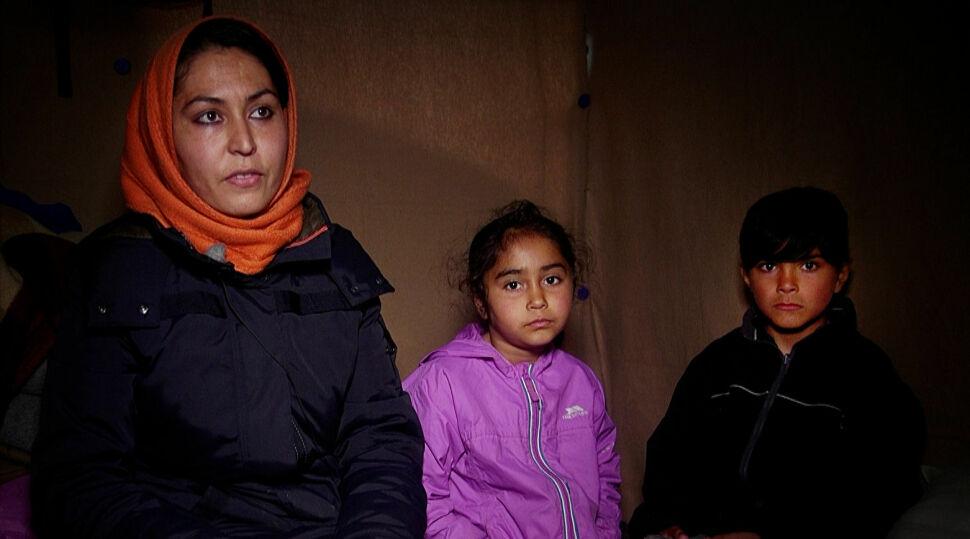 PÅ FLUKT: Khatoul, Maryam og Maisam. Foto: Ole Enes Ebbesen / TV 2
