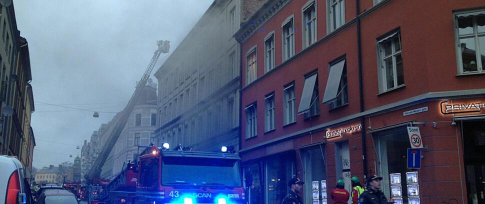 c5c12b24 BRANN I OSLO: Det brøt ut brann i en eldre bygård på Grünerløkka i Oslo