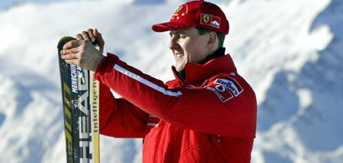 Picture taken on January 17, 2003 shows Formula one World champion Ferrari driver Michael Schumacher holding his skis before a giant slalom race in Madonna di Campiglio, Italy. Former Formula One champion Michael Schumacher has left a Swiss hospital and will continue his treatment at home after a devastating ski accident in December, his family said in a statement on September 9, 2014. AFP PHOTO VINCENZO PINTO FOTO: VINCENZO PINTO /