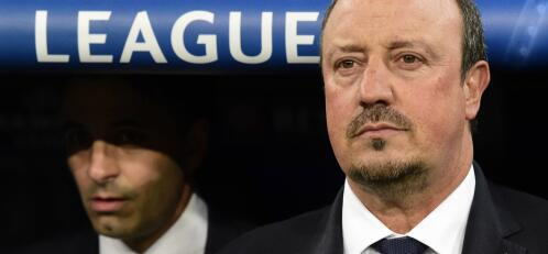 Real Madrid's coach Rafael Benitez looks on during the UEFA Champions League football match Real Madrid CF vs Paris Saint-Germain (PSG) at the Santiago Bernabeu stadium in Madrid on November 3, 2015.   AFP PHOTO / JAVIER SORIANO FOTO: JAVIER SORIANO /