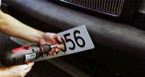 Blir bilen din avskiltet, koster det både tid og penger å få skiltene tilbake. Foto: Scanpix.