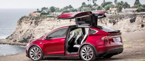 Teslas super-SUV klar for levering