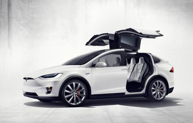 Tesla har rekordhøyt salg i Norge. Men Forbrukerrådet er ikke imponert over garantivilkårene deres.